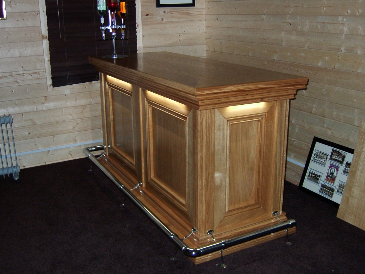 Connoisseur Traditional Bar Freestanding 2 Panel