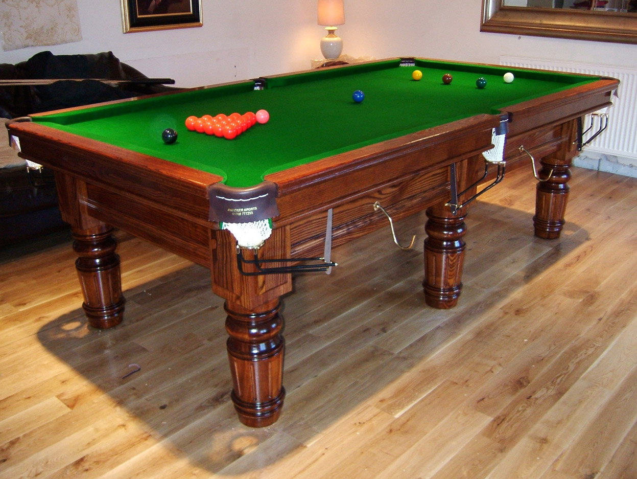 Connoisseur 8 X 4 Pool Table With Straight Turned Fluted