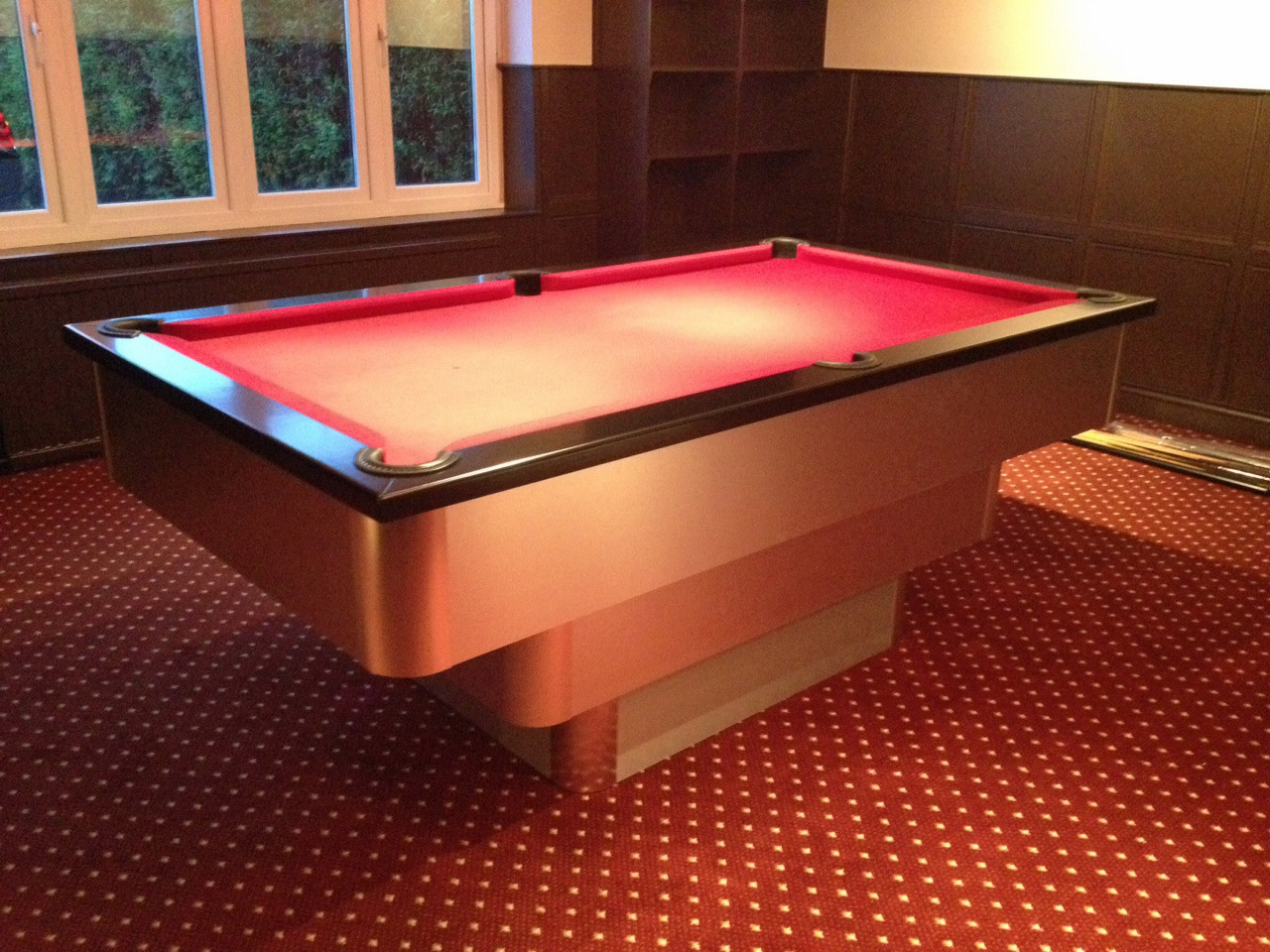 Black Burgundy Cloth Tiered Contemporary Uk Pool Table